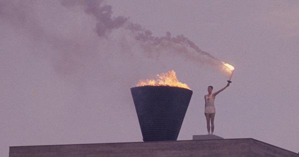 1964年の東京オリンピック、点灯した聖火に日本中がわき上がった