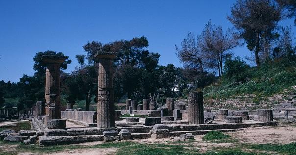 オリンピックの聖火はヘラ神殿(ギリシャ・オリンピア)で採火される