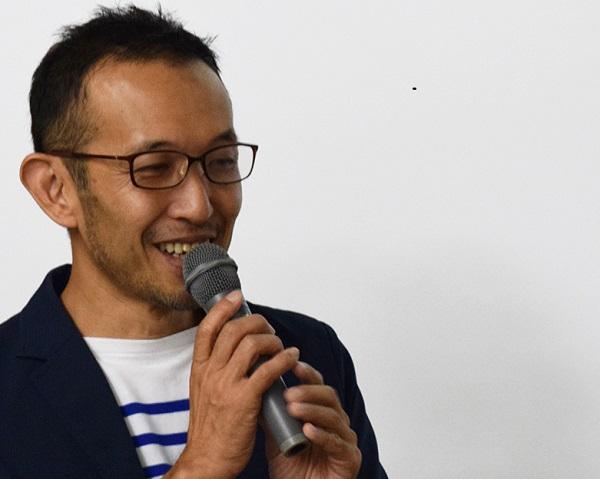 受講生を前に講義する阿部岳氏